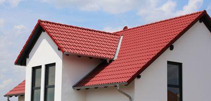 Chcesz kupić dom z rynku wtórnego i nie wiesz jak ocenić kondycję dachu? Sprawdź artykuł, dzięki któremu dowiesz się na co zwrócić szczególną uwagę.