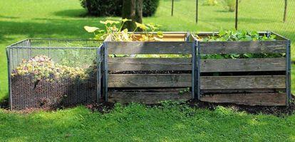 Kompostownik umożliwia składowanie resztek roślinnych, by powtórnie wykorzystywać niektóre z odpadów. Jak kompostować? Sprawdź na Gethome.pl