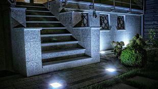 Oświetlenie podwórka - jakie lampy wybrać?